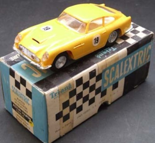 165 - Scalextric French Aston Martin DB4