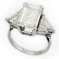 464 - Emerald cut diamond ring with triangular shoulders